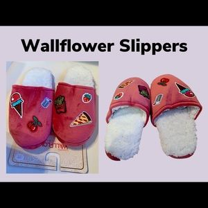 NWT Wallflower Embroidered Slippers L